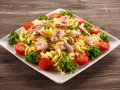 Simple slimming pasta salad with tuna and raspberry cream - Salades - Salad Recipes Healthy Best Salads Ever, Grilled Peach Salad, Salad Dressing Recipes, Partys, How To Cook Quinoa, Easy Salads, Healthy Salad Recipes, Healthy Lunches, Food Dishes