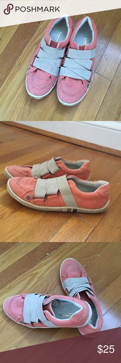 Casual skater shop sneakers Cute salmon colored sneakers 👟 or loafers 👞. Easy to slip on, elastic wrap keeps them snug in place. Fit a women's 8.5 or men's 6. Unisex style. Worn a handful of times. enseada Shoes Athletic Shoes