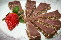 Ciocolata cu Musli Raw Vegan Recipes, Vegan Food, Muesli, Healthy Desserts, Joy, Meat, Health Desserts, Veggie Food, Granola