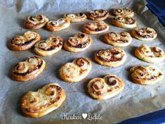 Pesto-kaasvlinders-14 - Keuken♥Liefde Pesto, Muffin, Breakfast, Food, School, Morning Coffee, Muffins, Meals, Cupcakes