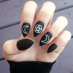 10 Black-based Nail Art Looks to Get You Ready for Fall: #7. The Witching Hour