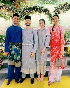 the sweet color tho 😍. credit to pic owner Malay Wedding Dress, Kebaya Wedding, Muslimah Wedding Dress, Hijab Wedding Dresses, Dream Wedding Dresses, Wedding Attire, Wedding Hijab Styles, Gowns Of Elegance, Traditional Fashion
