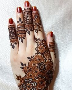 Simple Mehndi Designs 2018 for Hands Finger Henna Designs, Full Hand Mehndi Designs, Legs Mehndi Design, Henna Art Designs, Mehndi Designs For Girls, Stylish Mehndi Designs, Mehndi Design Pictures, Mehndi Designs For Fingers, Beautiful Henna Designs