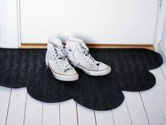 Wednesday DIY - hallway cloud rug : my scandinavian home Diy Cloud, Diy Design, Cloud Shapes, Idee Diy, Diy Interior, Diy Projects To Try, Diy Home Decor, Easy Diy, Apartment Ideas