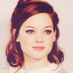 Jane Levy: sparkles in red.