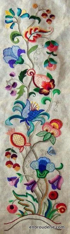 Вышивка Crewel  (крюил)  или Crewelwork   это вид декоративной вышивки выполненной в смешанной технике с использованием шерстяных ниток...