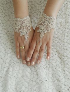 FREE SHIP Wedding Gloves lace gloves Fingerless by WEDDINGGloves