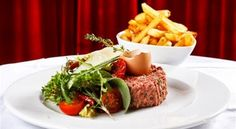Czech tatarák, tatarsky biftek with french fries Y Recipe, Steak Tartare, French Fries, Food Dishes, Dips, Beef, Restaurant, Cooking, Desserts