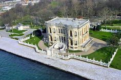 KUCUKSU KASRI (Summer Palace, old name was Göksu Kasrı) : The reigns of Sultan (1839-1861) period, especially in years when the preferred form of Western architecture, palaces and pavilions. Sultan reigns, Dolmabahce and Linden as well as in construction in the area of Kasr Küçüksu old and demolished the wooden structure, was built by Nigogos BALYAN, in its present Kasr. In 1857 for Abdulmecit Sultan, it completed construction Küçüksu Kasrı.