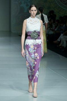 IPMI Trend Show 2015, Stephanus Hamy – The Actual Style Dress Brukat, Kebaya Dress, Thai Dress, Lace Dress, Blouse Batik, Batik Dress, Batik Fashion, Ethnic Fashion, Mode Batik