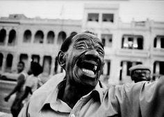 Volkszanger in hoofdstad havana. De straten af struinend om een serenade te geven aan mensen. Door communitylid co4music - NG FotoCommunity © Upload zelf je mooiste foto's op www.nationalgeographic.nl/gebruiker/fotografie/foto/toevoegen