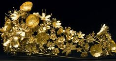 Tiara Mania: Naasut Tiara - In 2012, by Nicholas Appel using gold from melted down gold coins made in Greenland during the International Polar Year.  The tiara can be broken down into five brooches.