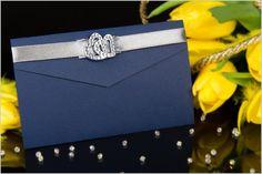 Zaproszenia ślubne o wyglądzie koperty w wersji niebieskiej:    http://www.zjakzaproszenia.pl/2012/05/08/zaproszenia-slubne-z-klamra-i-okladka-w-ksztalcie-koperty/