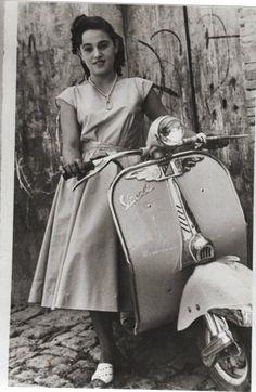 Vespa Motorcycle, Vespa Ape, Vespa Lambretta, Vespa Scooters, Vespa Girl, Scooter Girl, Vintage Love, Vintage Ladies, Retro Vintage