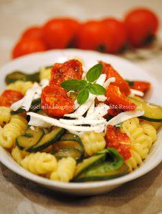 Cuochella: Gnocchetti sardi con zucchine e pomodorini confit