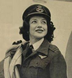 jackie-moggridge-woman-pilot-close-3-use.jpg (293×318)