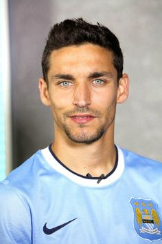 Hook you up in spanish Jesus Navas, Spanish Football Players, Soccer Players, Facial Hair Growth, Man Crush Everyday, Beard Styles For Men, Male Physique, Hello Gorgeous, Baby Daddy