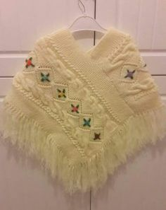 She& a nice model to suit our fancy girls. - Yıldız - - She& a nice model to suit our fancy girls. Toddler Poncho, Girls Poncho, Baby Poncho, Baby Scarf, Crochet Baby Shawl, Crochet Poncho Patterns, Crochet Girls, Baby Knitting, Knitting Patterns