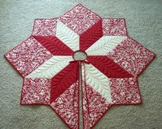 Christmas tree skirt... I hate to think that Christmas is just in a few months ... but thinking of starting creating one