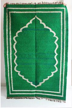 Kelly green throw rug from Gypsya