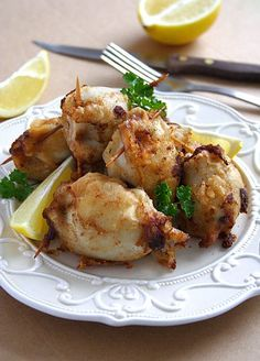 recipe here Mushroom Stuffed Squids Calamari Recipes, Squid Recipes, Shellfish Recipes, Seafood Recipes, Cooking Recipes, Healthy Recipes, Yummy Recipes, Recipies, Fish Dishes