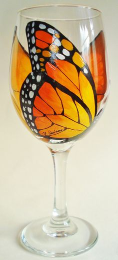 Butterflies and wine :D ~ A very nice glass for LoriAnn. Hand Painted Butterfly Wine Glasses by Wine Me by WineMe Wine Glass Crafts, Wine Bottle Crafts, Verre A Vin Design, Pebeo Porcelaine 150, Ideas Paso A Paso, Wine Bottle Art, Hand Painted Wine Glasses, In Vino Veritas, Bottle Painting
