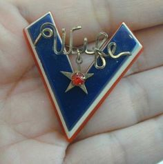 V for Victory - Army Wife's Pin.  Bakelite & wire with charm.