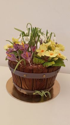 Early Spring Flowers In A Bucket This is my atribute to the Spring. Flower Basket Cake, Flower Pot Cake, Flower Cake Design, Bolo Fondant, Cake Inspiration, Early Spring Flowers, Cake Decorating Videos, Mom Cake, Garden Cakes