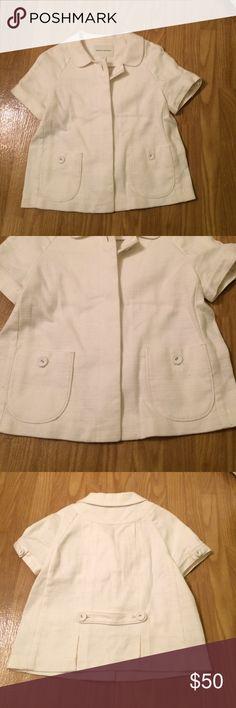 Banana Republic short sleeve jacket Banana Republic jacket • short sleeve • Super cute • textured • hidden button closure • size 4 • excellent condition • fast same/next day shipping Banana Republic Jackets & Coats
