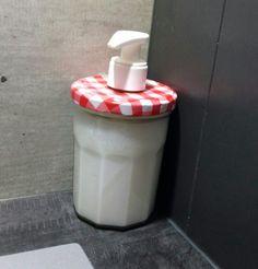 Distributeur a savon deco campagne vichy rouge et blanc avec pot a confiture