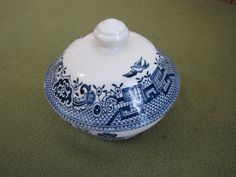 Blue Willow sugar bowl 1989 Made in England by LazyYVintage $10.00 http://www.etsy.com/shop/LazyYVintage