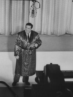 """size: Premium Photographic Print: Jackie Gleason, Warming Up the Audience before the TV Show """"The Honeymooners"""" : Entertainment Classic Comics, Classic Tv, Classic Films, Jackie Gleason, All In The Family, Old Shows, Best Tv, Comedians, Movies And Tv Shows"""