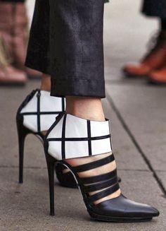 Black and White Stiletto Pumps - Balenciaga Crazy Shoes, Me Too Shoes, Fancy Shoes, Shoe Boots, Shoes Heels, Flat Shoes, Mode Shoes, Black And White Shoes, Mode Style