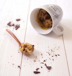 Le fameux « Mug Cake Cookie » aux pépites de chocolat (micro-ondes) - les meilleures recettes de cuisine d'Ôdélices
