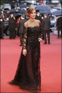Clotilde Courau wears ELIE SAAB Haute Couture dress from spring/summer 2013 collection, to the Opening Ceremony of The Annual Cannes Film Festival. Gala Dresses, Red Carpet Dresses, Sexy Dresses, Casual Dresses, Formal Dresses, Elegant Dresses, Party Dresses, Haute Couture Brands, Haute Couture Dresses