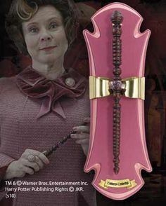 Cosplay Harry Potter Harry Potter The Wand of Dolores Umbridge with Mountable Display Noble - Magie Harry Potter, Objet Harry Potter, Harry Potter Kostüm, Fans D'harry Potter, Estilo Harry Potter, Harry Potter Cosplay, Harry Potter Merchandise, Harry Potter Drawings, Harry Potter Images