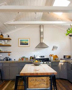 House tour: industrial,texas minimalism in east austin apartment therapy ki Layout Design, Küchen Design, Chalet Design, Design Ideas, Kitchen Dinning, Kitchen Decor, Kitchen Ideas, Bungalow, Austin Apartment
