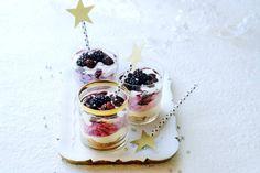 Een feestelijk toetje in een handomdraai! Gepureerde bramen en frisse kwark: een heerlijke combinatie - Recept - Allerhande