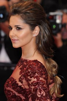 Cheryl Cole Works A Twist On The Ponytail Hairstyle At Cannes Film Festival, 2013 Cheryl Cole Hair, Cheryl Cole Style, Ponytail Hairstyles, Hairstyles With Bangs, Cool Hairstyles, Beautiful Hairstyles, Barbacoa, Short Hairstyles For Women, Celebrity Hairstyles