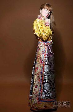 Tibetan dress, Alan Dawa Dolma, Chuba, Tibet