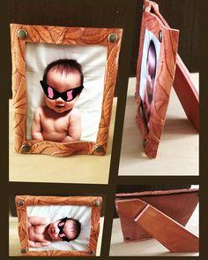 〜フォトフレーム〜完成!! 父の日のプレゼント(笑) 裸族の我が子の写真を入れて完成♪ ...あ、ラッピング用品...(´Д` )  #leather #leathercraft  #handmaid  #original #art #carving #followme  #design #photoframe #photo #present #father #fathersday  #レザー #レザークラフト #父の日 #プレゼント #製作 #ハンドメイド #手作り #革細工 #カービング #フォトフレーム #写真立て #写真 #裸 #孫 #我が子  #KAKU.leather
