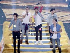 Teen Choice Awards 2013 vincitori: One Direction, Selena Gomez e Ashton Kutcher, tutte le foto Best Song Ever, Best Songs, Teen Choice Awards 2013, Awards 2017, Ashton Kutcher, Universal City, I Love One Direction, Top Of The World, Niall Horan