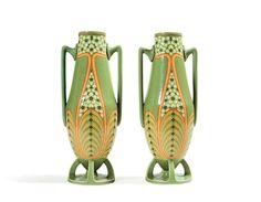 VILLEROY & BOCH Paire de vases en céramique à corps ovalisé ornementé