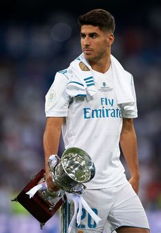 Asensio with the Spanish Super Cup trophy Spain National Football Team, Best Football Team, Soccer Player Hairstyles, Equipe Real Madrid, Isco Alarcon, Santiago Bernabeu, Real Madrid Players, Australian Football, Soccer Boys