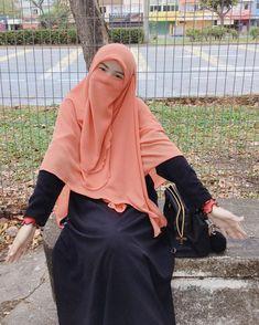 Arab Girls Hijab, Girl Hijab, Hijab Fashion, Fashion Clothes, Fashion Outfits, Muslim Women Fashion, Womens Fashion, Cosplay, Leaves