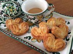 I ventagli di pasta sfoglia sono fragranti dolcetti, semplici e veloci da preparare. Ottimi come fine pasto accompagnati da caffè o amaro.