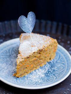 vegan carrot cake / veganer Karottenkuchen Vegan Desserts, Vegan Recipes, Vegan Food, New Cake, Fondant Toppers, Vegan Lifestyle, Healthy Baking, Cakes And More, Carrot Cake