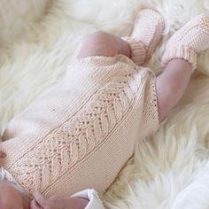   r o s a   Flinke @guttenogstrikkemor lurer på hva jeg har på pinnene i disse f Baby Knitting, Diy And Crafts, Children, Crochet, Girls Dresses, Kids, Young Children, Boys, Baby Knits