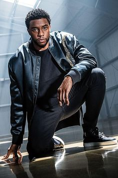 Chadwick Boseman -- known for playing characters forging new ground -- takes on another trailblazing role as Marvel's king of Wakanda. Black Panther 2018, Black Panther Marvel, Jackie Robinson, Carolina Do Sul, Model Tips, Black Panther Chadwick Boseman, Macho Alfa, Handsome Black Men, Marvel Actors
