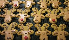 Reindeer cookies made using an upside down Gingerbread man cookie. Brilliant!